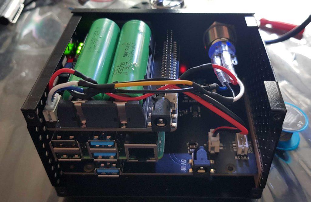 Stroomstring heeft geen vat op je smarthome met deze onverstoorbare toren: een X825, een RPi 4B en een X728.